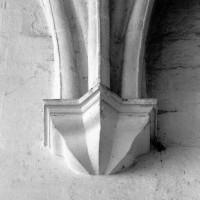 Cul-de-lampe associé aux voûtes du vaisseau central du choeur (1980)
