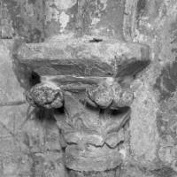 Chapiteau des arcades aveugles de la nef (1995)