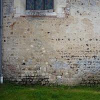 Juxtaposition de maçonneries de silex et d'appareil cubique à l'extrémité est du mur nord de la nef (2016)
