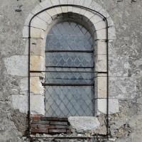 Fenêtre romane au mur sud de la nef (2016)
