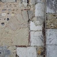 Détails de l'archivolte et du linteau de la porte nord de la nef 2016)