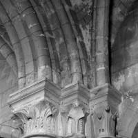 Chapiteaux de la travée du clocher (1984)