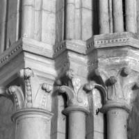 Chapiteaux à la retombée sud de l'arc triomphal (1995)