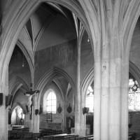 Vue partielle de la nef vers le sud-est depuis le bas-côté nord (1992)