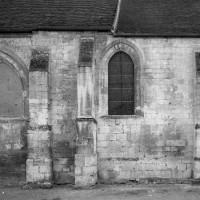 Vue partielle du nord de l'église avec les parties du 12ème siècle (1992)