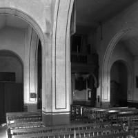 L'intérieur vu vers le nord-ouest depuis le bas-côté sud (1997)
