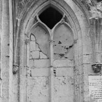 Fenêtre du mur sud de la chapelle de Louis d'Orléans (1997)