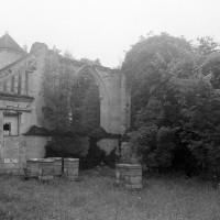 Les ruines de l'église vues du sud-est (1997)
