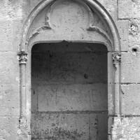 La piscine liturgique de la chapelle de Louis d'Orléans (1997)