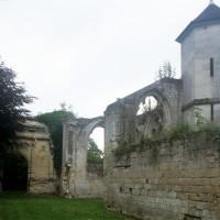 Vue partielle des ruines de l'église vers le sud-est (1997)