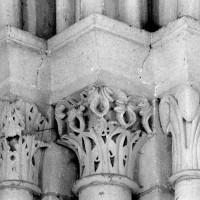 Chapiteaux à l'angle sud-est de la deuxième travée du choeur (1980)