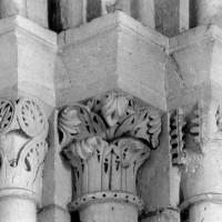 Chapiteaux à l'angle nord-est de la deuxième travée du choeur (1980)