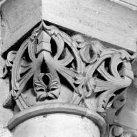 Chapiteau associé à la retombée nord de l'arc doubleau ouest du choeur (arc triomphal) (1980)