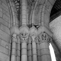 Chapiteaux associés à la retombée sud de l'arc doubleau ouest du choeur (arc triomphal) (1986)
