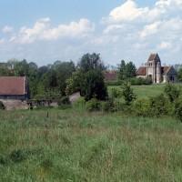 L'église dans son environnement vue du sud-est (1993)