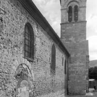 Vue partielle de la nef et du clocher vers l'est (1996)