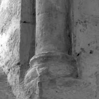 Base de la colonnette associée à la fenêtre centrale de l'abside (1996)