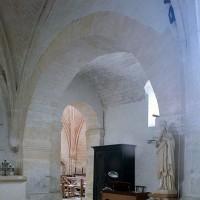 Le passage latéral sud vu vers le sud-est depuis la travée voûtée de la nef (2002)