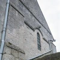 Vue partielle du mur nord du transept roman (2002)