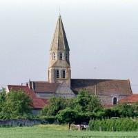 L'église dans son environnement vue du nord (2002)