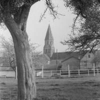 L'église dans son environnement, vue du nord (1975)