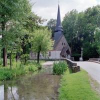 L'église dans son environnement vue du nord-ouest (2001)