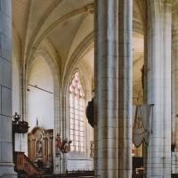 Vue partielle du choeur depuis le bas-côté sud de la nef (2003)