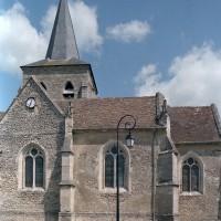 Les parties est de l'église vues du sud (2002)
