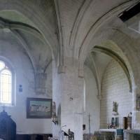 Vue partielle du transept et de la chapelle nord vers le nord-est (2002)