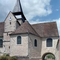 Les parties est de l'église avec le passage sous le choeur vus du sud (2001)