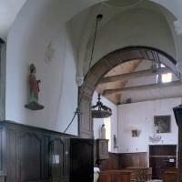 La travée du clocher et la nef vues vers le sud-ouest (2002)