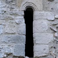 Fenêtre romane au nord de la nef (2001)