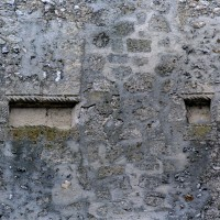 Restes de la croix antéfixe du pignon de la façade (2001)