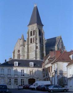 L'église dans son environnement vue du sud-ouest (2008)