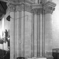 Le pilier nord-ouest de la croisée avec ses chapiteaux du 19ème siècle (1997)
