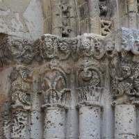 Chapiteaux des piédroits de droite du portail (2015)