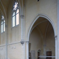 Vue partielle du mur gouttereau nord vers le nord-ouest, avec l'entrée de la chapelle nord (2016)