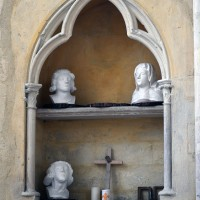 La niche de l'abside abritant la piscine liturgique (2016)