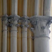 Chapiteaux à la retombée est de l'arcade d'entrée de la chapelle nord (2016)