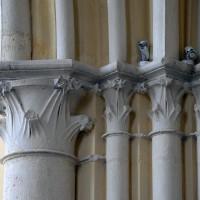 Chapiteaux à la retombée ouest de l'arcade d'entrée de la chapelle nord (2016)