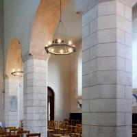 Les piliers nord de la nef vus depuis le bas-côté nord vers le sud-est (2015)