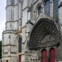 Vue partielle de la façade ouest et de la base du clocher depuis le sud-ouest (2015)