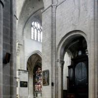 Vue partielle de la dernière travée de la nef et du bras sud du transept vers le sud-est (2015)