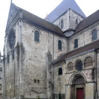 Vue partielle du bras nord du transept et de la nef depuis le nord-ouest (2015)