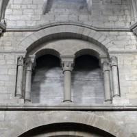 Vue partielle de l'étage de la fausse tribune au mur nord de la nef (2015)