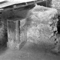 Vestiges de l'angle sud-est de la chapelle préromane avec son décor peint (1974)