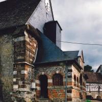 La façade et le porche vus du nord-ouest (2003)