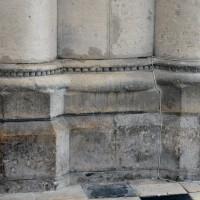 Base de la pile intermédiaire du bas côté est du bras sud du transept (2015)