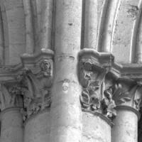 Chapiteau d'un pilier intermédiaire d'une arcade du choeur construit après l'écroulement partiel de 1284 (2015)