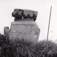 Moulure à décor de pointes de diamant et dents de scie et élément de base (photo Jean-Pierre Paquet, 1961)